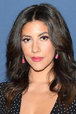 Stephanie Beatriz-人物近照